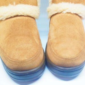 UGG Shoes - Size W5   UGG Sundance Short II Revival Boots